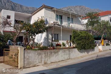 Drvenik Donja vala, Makarska, Объект 304 - Апартаменты вблизи моря с галечным пляжем.