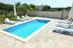 Apartments and rooms with a swimming pool Babici (Umag) - 3046