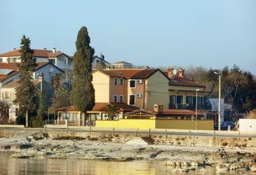 Zambratija, Umag, Property 3047 - Rooms near sea with sandy beach.