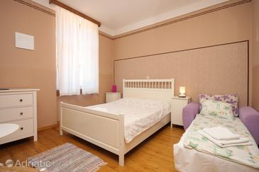 Beli, Bedroom in the room, dopusteni kucni ljubimci i WIFI.