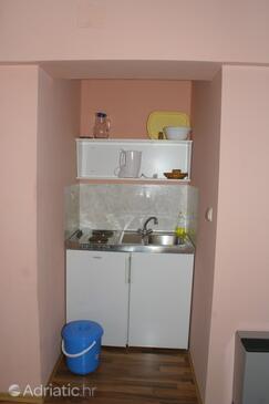 Igrane, Kitchen in the studio-apartment, WIFI.