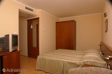 Tučepi, Bedroom in the room, WIFI.