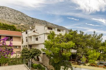 Stanići, Omiš, Property 3064 - Apartments near sea with pebble beach.