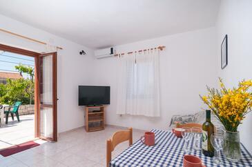 Postira, Jídelna v ubytování typu apartment, s klimatizací, domácí mazlíčci povoleni a WiFi.