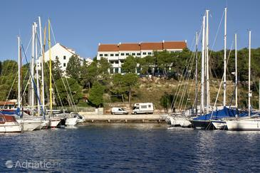 Milna, Brač, Property 3066 - Apartments by the sea.