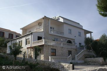 Splitska, Brač, Property 3067 - Apartments and Rooms by the sea.