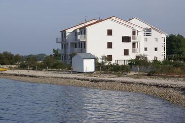 Mirca, Brač, Obiekt 3068 - Apartamenty przy morzu ze żwirową plażą.
