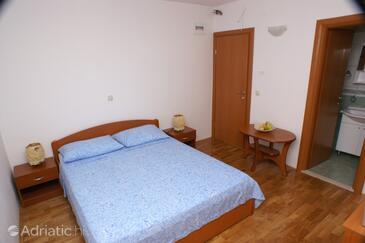 Vinišće, Bedroom in the room.