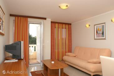 Seget Vranjica, Dnevni boravak u smještaju tipa apartment, dostupna klima, kućni ljubimci dozvoljeni i WiFi.