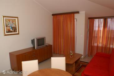 Seget Vranjica, Woonkamer in the apartment, air condition available, (pet friendly) en WiFi.