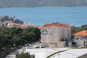 Apartments and rooms with parking space Seget Vranjica, Trogir - 3079