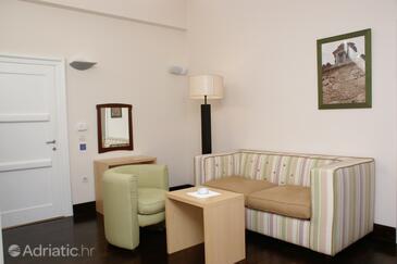 Novaljsko polje, Living room in the room, dopusteni kucni ljubimci.