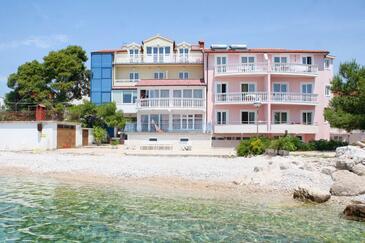 Primošten, Primošten, Obiekt 3088 - Kwatery przy morzu ze żwirową plażą.