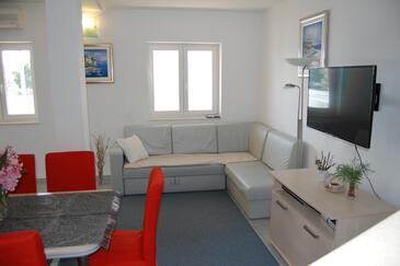 Bilo, Salon dans l'hébergement en type apartment, climatisation disponible et WiFi.