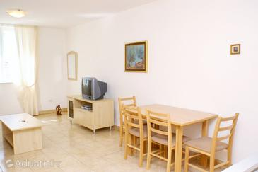 Vinjerac, Comedor in the studio-apartment, air condition available, (pet friendly) y WiFi.