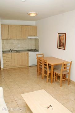 Vinjerac, Dining room in the studio-apartment, air condition available, (pet friendly) and WiFi.