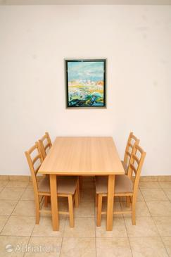 Vinjerac, Jedáleň v ubytovacej jednotke studio-apartment, klimatizácia k dispozícii, domáci miláčikovia povolení a WiFi.