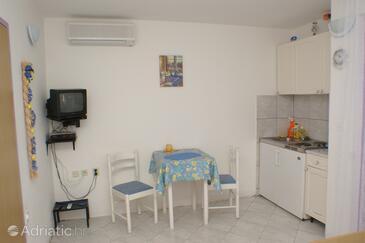 Bilo, Dining room in the studio-apartment.