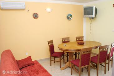 Rogoznica, Dining room in the apartment, air condition available, (pet friendly) and WiFi.