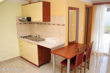 Rogoznica, Jídelna v ubytování typu studio-apartment, s klimatizací, domácí mazlíčci povoleni a WiFi.