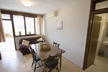 Žrnovska Banja, Dining room in the apartment.