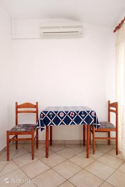 Pag, Столовая в размещении типа studio-apartment, доступный кондиционер, Домашние животные допускаются и WiFi.