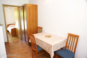Trpanj, Dining room in the apartment.