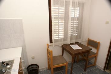 Lovište, Dining room in the apartment, dopusteni kucni ljubimci i WIFI.