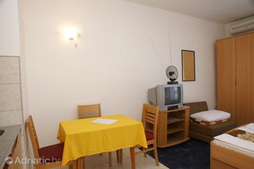 Lovište, Dining room in the studio-apartment, dopusteni kucni ljubimci i WIFI.