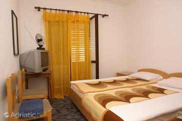 Lovište, Bedroom in the room, dostupna klima, dopusteni kucni ljubimci i WIFI.