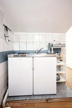 Trpanj, Kuchyně v ubytování typu studio-apartment, domácí mazlíčci povoleni a WiFi.