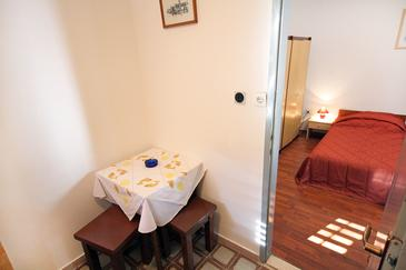 Cavtat, Dining room in the studio-apartment.