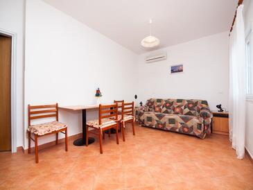 Bosanka, Dining room in the apartment, dostupna klima i WIFI.