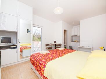 Bosanka, Dining room in the studio-apartment, dostupna klima i WIFI.