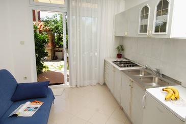 Mlini, Dining room in the apartment, dopusteni kucni ljubimci i WIFI.