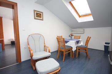 Slano, Jídelna v ubytování typu apartment, s klimatizací, domácí mazlíčci povoleni a WiFi.
