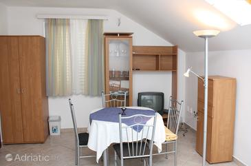 Slano, Dining room in the studio-apartment, (pet friendly) and WiFi.