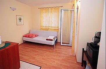 Duće, Dining room in the apartment.