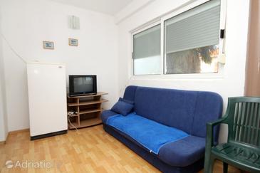 Mrljane, Living room in the apartment, dostupna klima i WIFI.