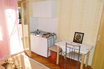 Palit, Kitchen in the studio-apartment, (pet friendly) and WiFi.