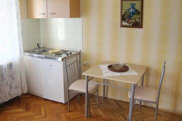 Palit, Kuhinja u smještaju tipa studio-apartment, kućni ljubimci dozvoljeni i WiFi.