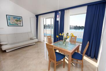 Seget Vranjica, Pokój dzienny w zakwaterowaniu typu apartment, WIFI.