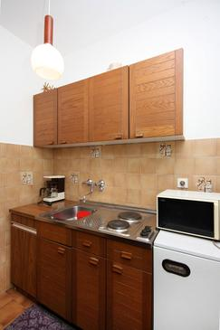 Barbat, Kitchen in the studio-apartment, dopusteni kucni ljubimci i WIFI.