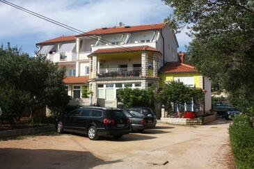 Banjol, Rab, Obiekt 3205 - Apartamenty przy morzu z piaszczystą plażą.
