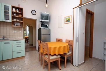 Kampor, Dining room in the apartment, dostupna klima i WIFI.