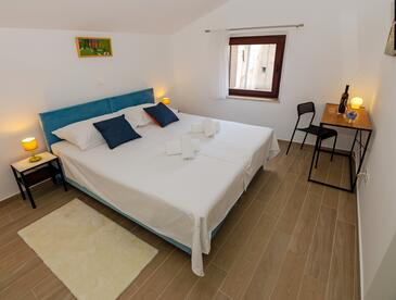 Rab, Ložnice v ubytování typu room, s klimatizací a WiFi.