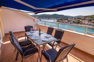 Apartments by the sea Tisno, Murter - 3209