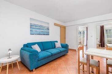 Tisno, Camera de zi în unitate de cazare tip apartment, aer condiționat disponibil şi animale de companie sunt acceptate.