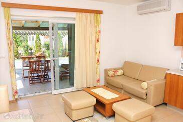 Palit, Obývacia izba v ubytovacej jednotke apartment, klimatizácia k dispozícii a WiFi.