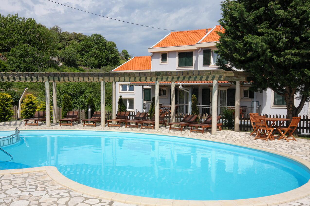 Rodinné apartmány s bazénem Kampor (Rab)